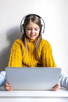 Éducation en ligne pour les enfants école à la maison et apprentissage à distance pour les enfants