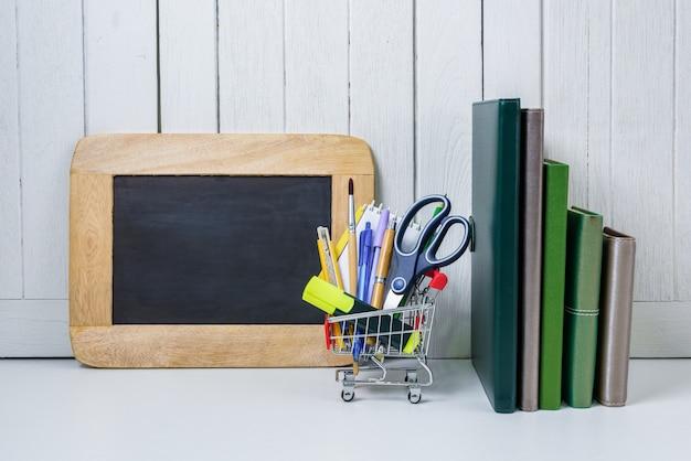 Education, retour à l'école, shopping avec panier