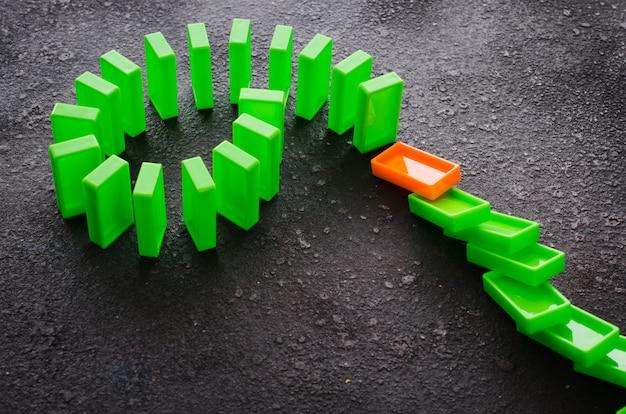 Effet domino. le concept d'un lien faible.