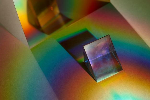 Effet de fuite de lumière sur un papier peint à prisme triangulaire