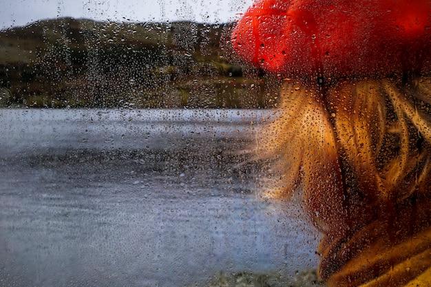 Effet de pluie sur fond de nature