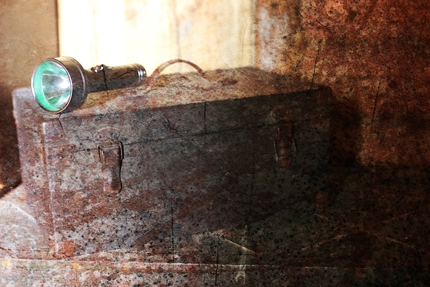 Effet rayé texturé sur la photo de l'ancien outil de tiroir