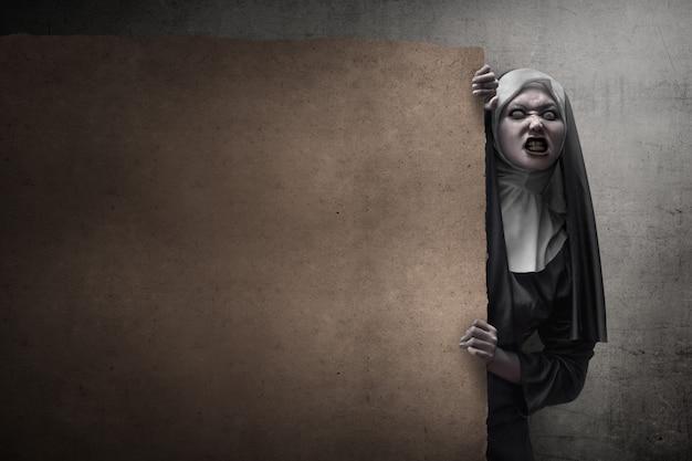 Effrayante diable nonne
