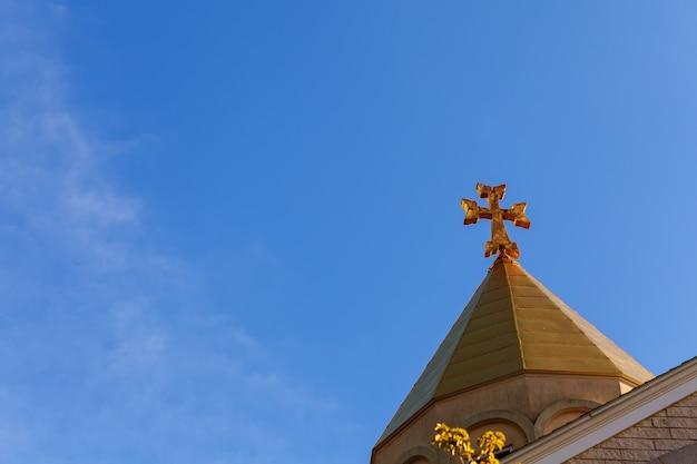Église arménienne apostolique croix ciel