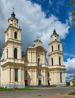 Église de l'assomption de la bienheureuse vierge marie, budslav biélorussie, district de myadzyel
