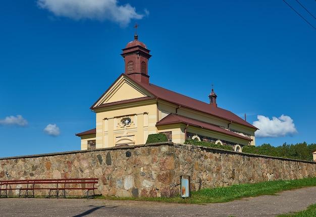 Église de l'assomption de la vierge marie, biélorussie, district de myadzyel, konstantinovo