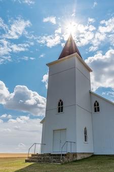 L'église catholique romaine historique mais abandonnée de st anthony dans près de gull lake sk canada