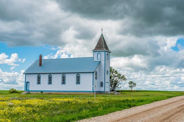 Église catholique romaine saint cunégonde dans la ville fantôme d'horizon, sk, canada