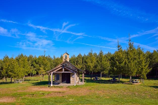 Église cruz de ferro à saint james way leon