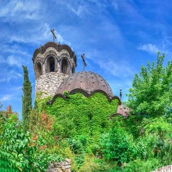 Église dans le château de ravadinovo, bulgarie