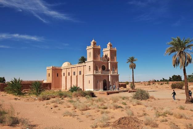 L'église dans le désert du sahara au coeur de l'afrique