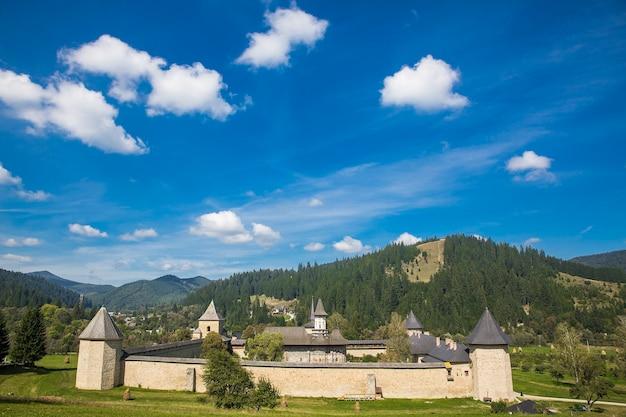 L'église du monastère de sucevita dans la bucovine roumanie