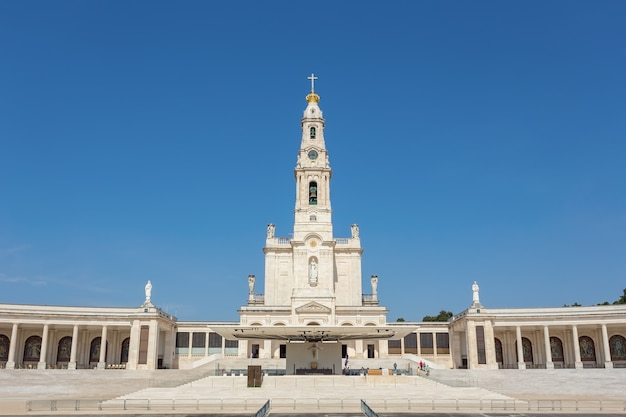 Église du sanctuaire de fatima au portugal.