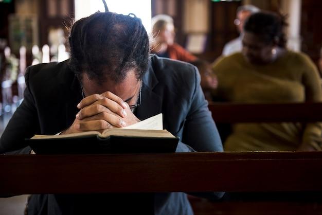 Eglise les gens croient foi confession religieuse