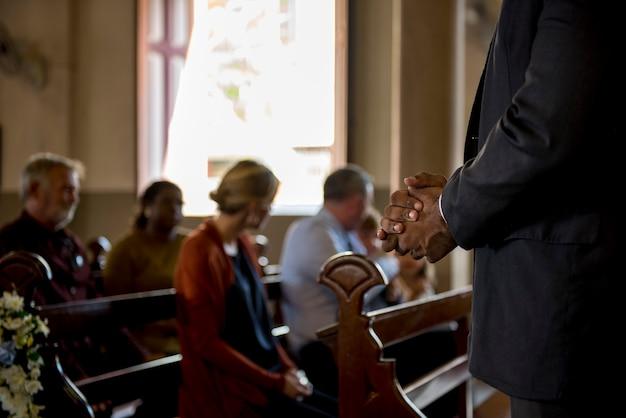 Eglise les gens croient foi religieuse
