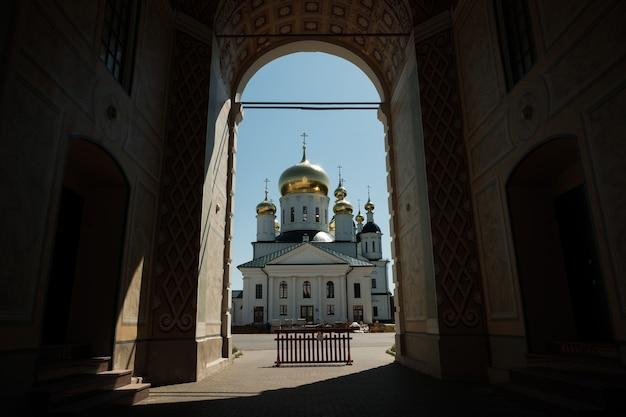 Église de l'icône de la mère de dieu la source vivifiante à sarov
