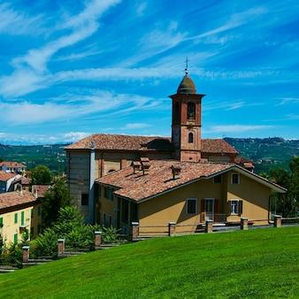 Église de la municipalité de grinzane cavour, piémont, italie.