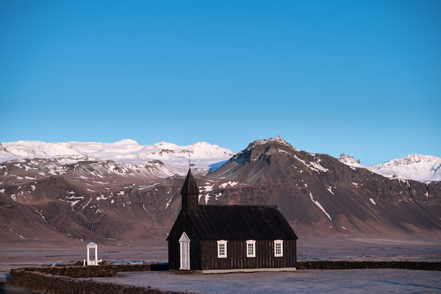 L'église noire de budir en islande