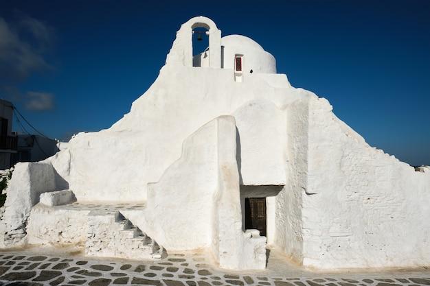 Église orthodoxe grecque de panagia paraportiani dans la ville de chora sur l'île de mykonos