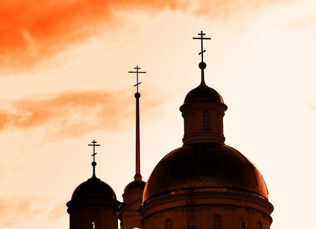 Église orthodoxe pendant l'arrière-plan de l'heure du coucher du soleil