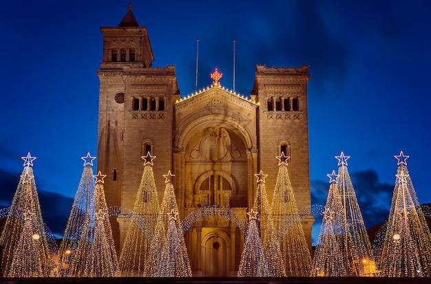 Église paroissiale des chaînes de saint-pierre à birzebbuga, malte