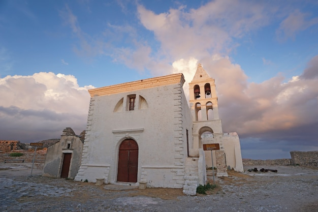 Église saint-jean dans la forteresse de chora