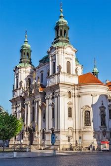 Église saint-nicolas à la place de la vieille ville, prague