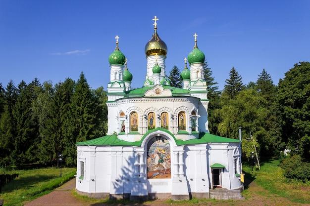 L'église sampsonievskaya - un monument commémoratif sur le terrain de la bataille de poltava.