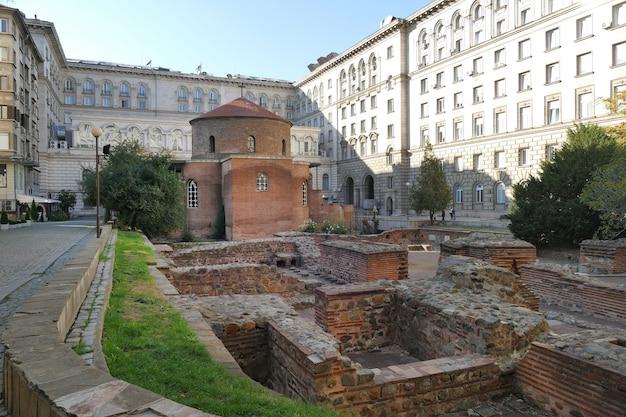 L'église de san giorgio est une église circulaire du début de l'ère chrétienne construite à serdica, l'ancien nom de sofia