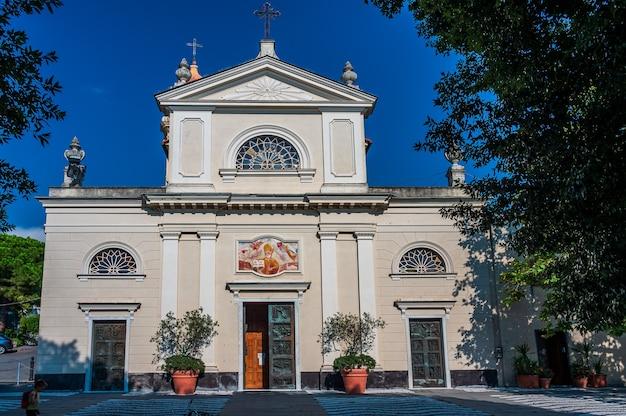 L'église de santãƒâ¬ambrogio, sur une colline entre rapallo et zoagli, sur la riviera italienne