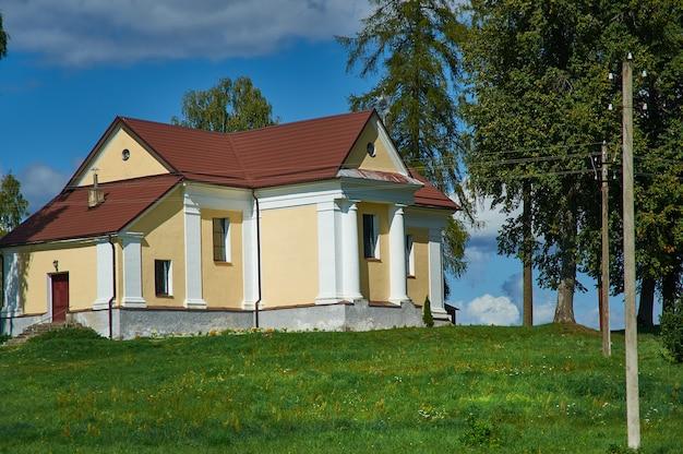 Église vierge marie de l'aide continue, biélorussie, district de myadzyel, shemetovo, biélorussie, district de myadzyel