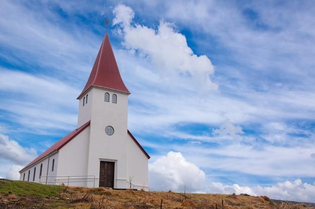 L'église de vik, une petite église dans le sud de l'islande