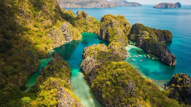 El nido, palawan, philippines, vue aérienne de la belle lagune et des falaises de calcaire.