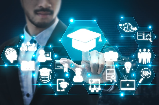 Elearning et éducation en ligne pour le concept des étudiants et des universités