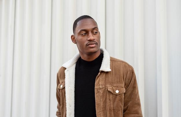 Élégant homme afro-américain