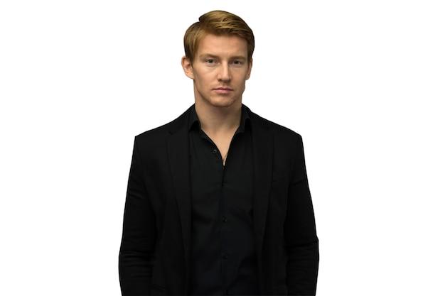 Élégant jeune bel homme. portrait de mode en studio.