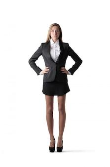 Élégante jeune femme d'affaires