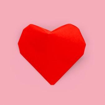 Élément d'artisanat en papier coeur rouge