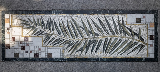 L'élément de la conception de l'escalier des arts. panneau de mosaïque dans le parc aivazovsky (paradise park).