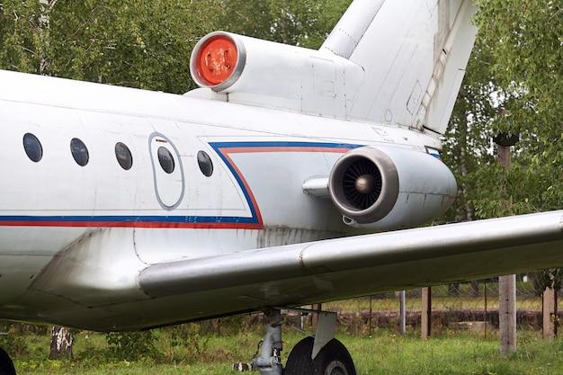 Éléments d'un ancien avion militaire soviétique