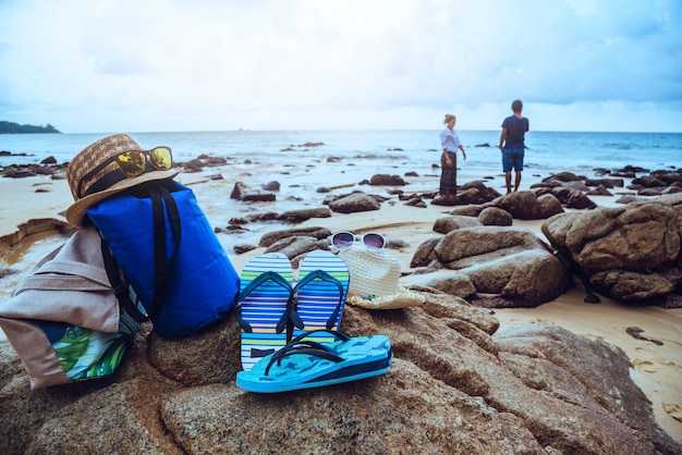 Éléments de couple et d'été sur la plage