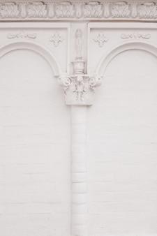 Éléments de décorations architecturales de bâtiments, stuc de gypse, texture de mur, ornements et motifs en plâtre