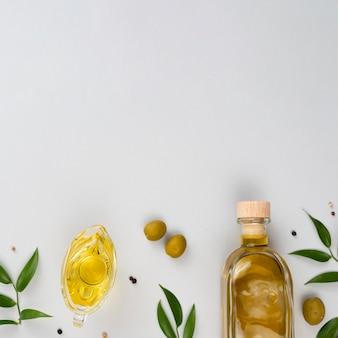 Éléments d'huile d'olive avec espace de copie