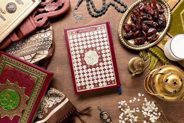 Éléments islamiques avec vue de dessus de coran