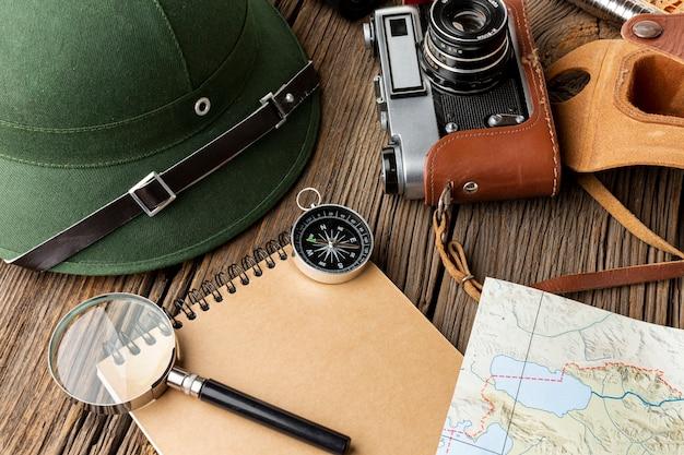 Éléments de kit de voyage en gros plan