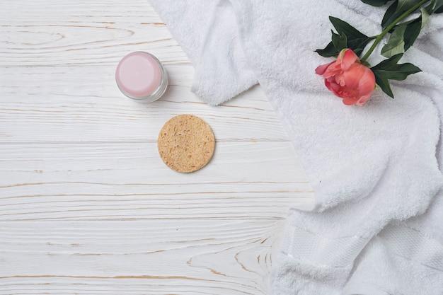 Éléments naturels pour spa avec des fleurs