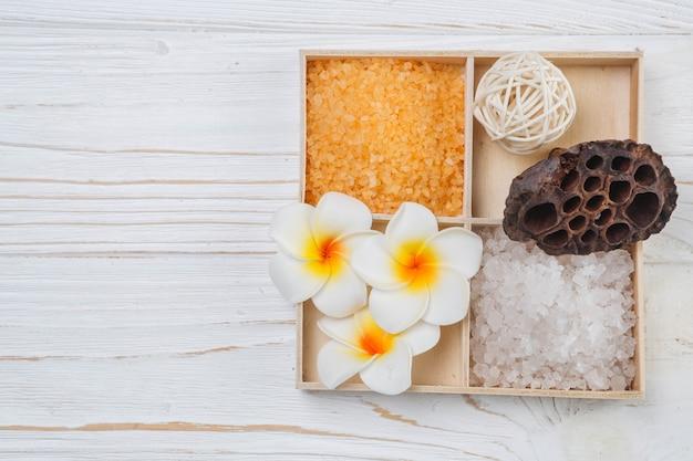 Éléments naturels pour spa avec sels de bain
