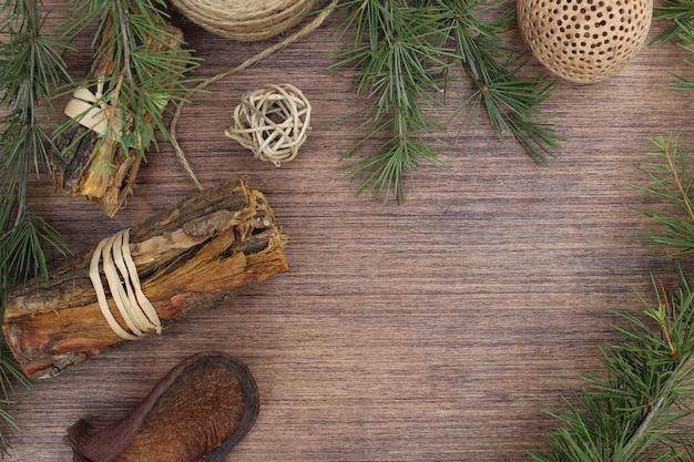 Éléments de noël sur fond en bois