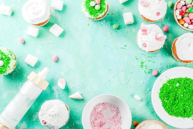 Éléments pour faire des cupcakes de pâques avec des oreilles de lapin
