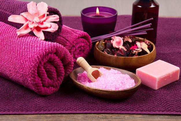 Éléments de spa en rose